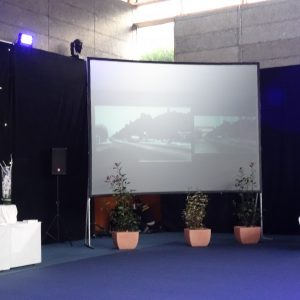 Ecran vidéo cadre aluminium valise 4m27 x 3m20